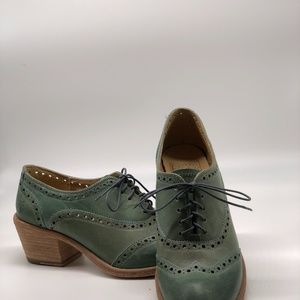 Frye  Shorty-Style Shoes